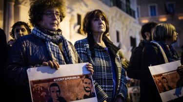 Italienske kvinder deltager i et fakkeltog til minde om forskeren Giulio Regeni, der der forsvandt i Kairo og 10 dage senere blev fundet i en motorvejsgrøft.