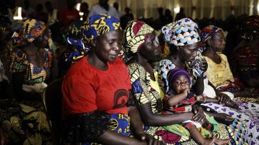 Forældre til de 219 børn, der blev kidnappet af Boko Haram i april 2014 i byen Chibok. Selv for de kidnappede, der formår at slippe fra gruppen og vende hjem, er livet ikke nemt.