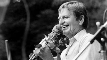Drabet på den svenske statsminister i februar 1986 er stadig et mysterium. Palmes appel og karriere var en svensk renselse efter 1930'ernes og -40'ernes nazipåvirkning. Over Palmes død svæver også nazispøgelser