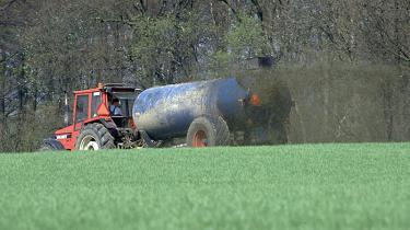 Landmændene kan efter gårsdagens vedtagelse af gødskningsloven kaste ekstra 50.000 ton kvælstof ud på markerne her til foråret