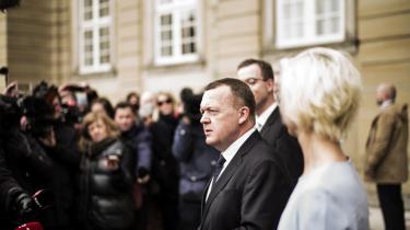 Statsminister Lars Løkke Rasmussen præsenterede i går to nye ministre på Amalienborg. Esben Lunde Larsen som ny miljøminister og Ulla Tørnæs som uddannelses- og forskningsminister.