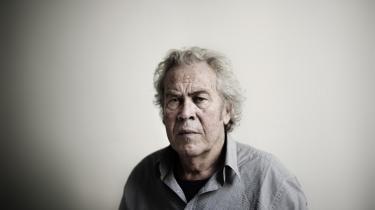 Jørgen Leth vil helst læse krimier. Det er meget sværere for den 78-årige digter og filmskaber at gå i gang med en såkaldt seriøs roman, siger han. Nej ,så vil han hellere læse Michael Connelly eller Jo Nesbø.