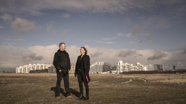 Jesper Stein er flyttet fra Nørrebro til Amager, og hans romanhelt Axel Steen er flyttet med. Eva Maria Fredensborg har placeret handlingen i sin nye krimi i Sønderjylland, så hun har pendlet mellem det sydlige Danmark og sit hjem i sjællandske Ordrup.