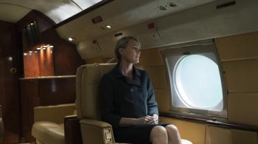 Den amerikanske præsident og hans frue, Frank og Claire Underwood, går i krig med hinanden i fjerde sæson af 'House of Cards'. Det er stadig kulørt og underholdende, men den smule menneskelighed, man som seer hidtil har kunnet klynge sig til, er ved at forsvinde helt