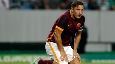 Francesco Tottis konflikt med AS Romas træner, Spalletti, truer med at gøre den italienske storspillers exit fra banen til en ydmygelse i stedet for et triumftog.
