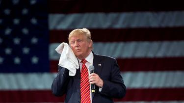 Der er millioner af folk i arbejdstøj, der stemmer på Trump, fordi de anser hans politik for at være i deres objektive økonomiske interesse. På sådan helt gammeldags marxistisk vis.
