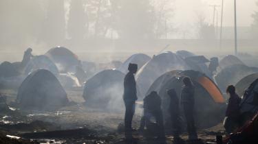 I en blanding af empati og bekymring afventer bosnierne, hvad den næste bølge af flygtninge vil gøre, nu hvor Makedonien har lukket for indgangen til Vestbalkan-ruten. Her ses flygtninge og migranter på grænsen mellem Grækenland og Makedonien.