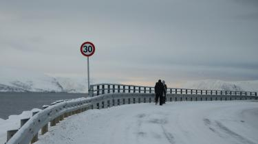 I byen Hammerfest tæt på Norges allernordligste spids ligger verdens første anlæg til produktion af flydende naturgas. Anlægget kaldes Snehvide: Det arktiske fremstilles stadig gerne som jomfrueligt, ubesmittet og klar til erobring.