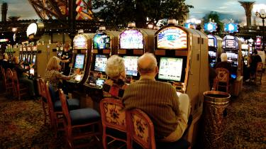 I de seneste måneder har flere af Las Vegas' største kasinovirksomheder offentliggjort planer om at købe og producere bæredygtig energi til deres hoteller.