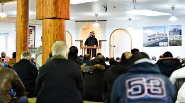 Regeringens forsøg på at bremse radikaliserende muslimsk forkyndelse kan komme til besvær for store dele af dansk tros- og foreningsliv