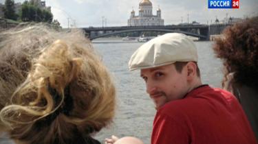 Edward Snowden landede i juni 2013 i Moskva, hvorfra han havde planer om at tage videre – angiveligt muligvis via København. Det danske justitsministerium tillod dengang et FBI-fly at holde klar i Kastrup Lufthavn med det formål at fange Snowden, hvis han skulle komme til den danske hovedstad. Men dette fik Udenrigsministeriet – der ellers skal godkende statsflyvninger – ikke besked om.