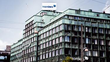 Nordea kan endnu ikke oplyse om bankens rolle i #panamapapers har fået kunder til at forlade banken. Nordea er nævnt i mere end 10.000 af de lækkede dokumenter, som blandt andet viser, at banken har været klar over, at dens kunder har anvendt stråmænd og hemmelige fuldmagter til at skjule ejerskabet for skattemyndigheder i deres hjemlande.