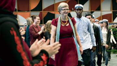 Anne-Birgitte Rasmussen under uddeling af eksamensbeviser – i forbindelse med regeringens udspil til en gymnasiereform efterlyser hun langt større fokus på almen digital dannelse.