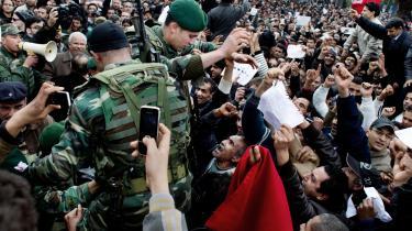 I Saudi-Arabien lykkedes det stort set ikke at samle folk til protester, men i Tunesien demonstrerede hundredetusinder mod Ben Ali-regimet. Efter revolutionen fandt aktivister og journalister avanceret overvågningsudstyr. Ifølge Bloomberg var noget af det fra danske ETI.