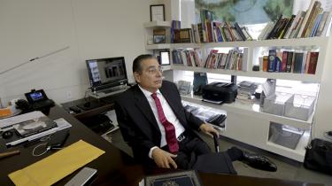 Partner og grundlægger i Mossack Fonseca, Ramon Fonseca, i sit kontor i Panama City. Dansk ekspert mener, at det er 'totalt urealistisk' at tro, at firmaet skulle være det eneste offshoreadvokatselskab, der dækker over skatteund-dragelse og kriminalitet