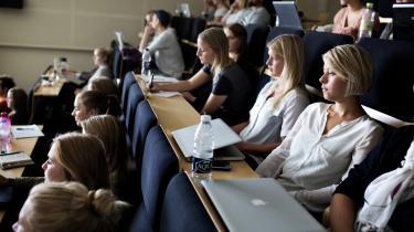 De aktuelle uddannelsesbesparelser, som bl.a. betyder, at der er mindre individuel vejledning, går ud over samspillet mellem undervisere og studerende og dermed kvaliteten af uddannelserne, mener dagens kronikører