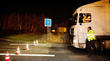 Grænsekontrol ved den dansk-tyske grænse. Selvom det i dag ikke tager lang tid at komme igennem, vurderer eksperter, at det vil medføre en stigning på importerede varer, som kan have store konsekvenser.