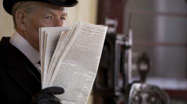Sherlock Holmes (Ian McKellen) er på sporet af sin sidste sag i Bill Condons fremragende 'Mr. Holmes'. Foto: Cinemateket