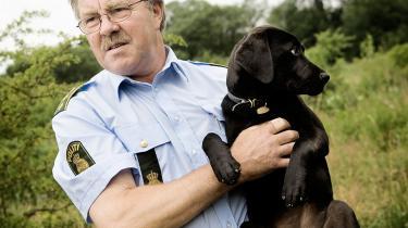 DF'eren Peter Kofod Poulsen, fortsætter sin byge af spørgsmål, der skal kortlægge politiets brug af tjenestedyr. Efter politihestene er turen nu kommet til hundene