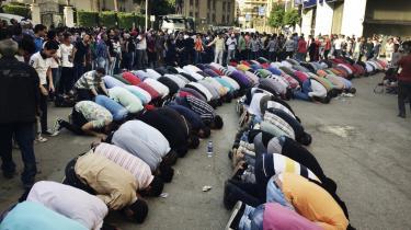 To uger før journalist Stefan Weichert blev anholdt og afhørt af de egyptiske myndigheder, havde 3.000 mennesker demonstreret i centrum af Kairo, den største demonstration siden præsident Abdel Fattah al-Sisi kom til magten i 2014