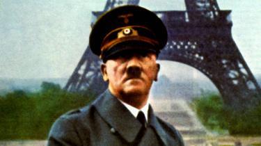 Adolf Hitler var et menneske, der ikke brød sig om regelmæssigt kontorarbejde, og som ofte traf spontane beslutninger, afhængigt af hvad han syntes om sit aktuelle selskab. Det gør oversigten over, hvor Hitler var hvornår,om end mere nødvendig. Nazistpartiets – og dermed Tysklands – absolutte magtcentrum var nemlig altid dér, hvor Hitler opholdt sig, forklarer Sandner og henviser til filosoffen Hannah Ahrendts formulering: »Magtcentrummets uentydighed er det afgørende karakteristikum for det totale herskab.« Med andre ord: Hvis magtens placering er diffus, fungerer undertrykkelsen mere effektivt.