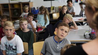 Eleverne tør ikke sige noget i timerne, da de frygter, at deres klassekammerater vil drille dem og grine af dem, og de frygter, at deres lærer vil tro, at de ikke er dygtige nok. Men hvis man fejler, lærer man faktisk bedre, skriver kronikøren, der er skolelærer. På billedet er det elever fra Dragør Skole Nord.(Arkivfoto)