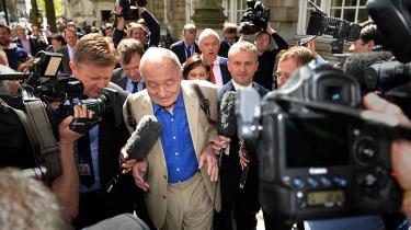 Nick Cohen har stor respekt for de Labour-politikere, der med deres suspension af den højt profilerede Ken Livingstone og muligvis flere søger at modvirke, at deres parti bliver kapret af fanatikere og galninge. Blot forekommer det ham, at de står over et for et helt kompleks af udfordringer, som det kan blive sværere end som så at løse op for.