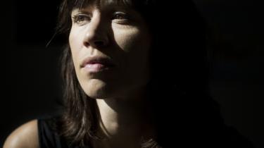 Traditionen fra Tove Ditlevsen og Kirsten Thorup er spillevende i Kristina Stoltz' roman, og hun slår sit navn fast som en af tidens vigtigste prosaister.