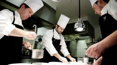 Michelin-kok og medejer af restaurant Frederikshøj i Aarhus, Wassim Hallal, i sit rette element.