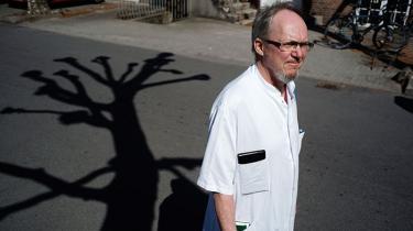 I 25 år har overlæge Paul Gram-Hansen arbejdet med bl.a. leukæmipatienter og konstateret, at de gængse behandlingsmidler ikke virker for en del af patienterne. Han opfordrer politikerne til at legalisere cannabis til medicinsk behandling, fordi den cannabistablet, myndighederne har tilladt, ikke er tilfredsstillende