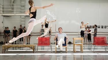 Når Nikolaj Hübbe skal beskrive sit forhold til danserne, siger han, at det er som en far over for sine børn. 'Jeg ved ikke om en fars ambitioner smitter af på ungerne,' siger han.