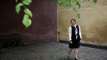 Merete Pryds Helle troede, at hun ville skrive 'Folkets skønhed' som autofiktion, men blev klar over, at hun måtte være fri til at blande alle mulige mennesker og historier sammen.