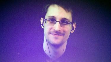 'De nye oplysninger ændrer jo ikke på, at Danmark stadig har givet amerikanerne lov til at drive klapjagt på Edward Snowden,' lyder det, efter at det er kommet frem, at Danmark først hørte om formålet med omstridt FBI-fly efter dettes landing i Københavns Lufthavn