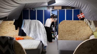 Der er ikke givet hjemmel i loven til, at personalet på et asylcenter kan anvende magt som sanktionsmulighed over for beboerne, påpeger ekspert.
