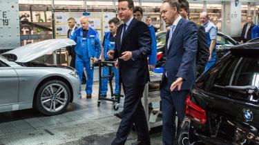 2.500 tyske virksomheder beskæftiger 370.000 medarbejdere i Storbritannien. Det kan ændre sig med brexit. Den britiske premierminister, David Cameron, og BMW's direktør,  Harald Krüger (t.h.), på BMW's fabrik i München.