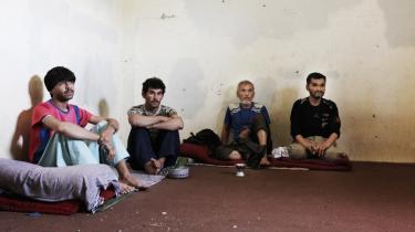 Gereshk har ry som en af Afghanistans mest kriminelle byer med en årlig mordrate, der er 200 gange så høj som den danske. Alligevel sidder der kun seks fanger i fængslet i Gereshk.