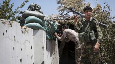 I landsbyen Chah-e-Anjir, 30 kilometer fra provinshovedstaden Laskhar Gah er en skole blevet frontlinje i krigen mellem oprørere og regeringsstyrker. Falder skolen er vejen åben for Taleban, siger dens forsvarere.