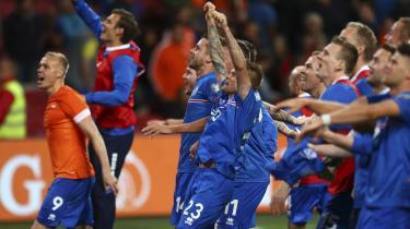 3. september 2015 tikkede det mest sensationelle resultat i islandsk fodbold ind på alverdens nyhedsbureauer. Holdet fra landet med kun 330.000 indbyggere slog Holland 1-0 på hollændernes hjemmebane i Amsterdam. Det var endnu bedre end 1-1-resultatet tilbage i 1998 mod verdensmestrene fra Frankrig.