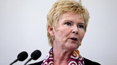 Jeg mener, at vi skal fortsætte kampen mod social dumping i EU og sørge for at stemme på nogle partier herhjemme, der også vil kæmpe mod det inden for EU i stedet for at opgive ævred, siger LO's formand Lizette Risgaard.
