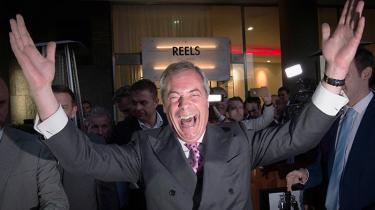 Lederen af UKIP, Nigel Farage, fejrer valgresultatet fredag morgen. »Lad 23. juni gå over i historien som vores uafhængighedsdag,« sagde han til sine partimedlemmer