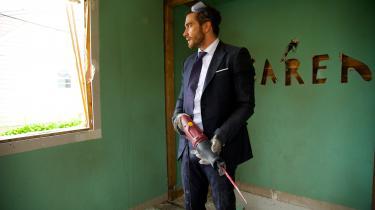 Davis (Jake Gyllenhaal) river alting ned – til en grad, hvor han tilbyder hånd-værkere penge for at få lov til at hjælpe med at ødelægge et hus.