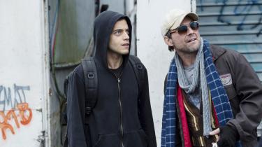 Computernørden Elliot (Rami Malek, tv.) bliver rekrutteret af Mr. Robot (Christian Slater) fra hackergruppen fsociety, der vil angribe kapitalismens infrastruktur.