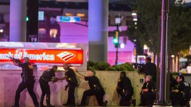 Fem betjente er blevet skudt og dræbt i Dallas.