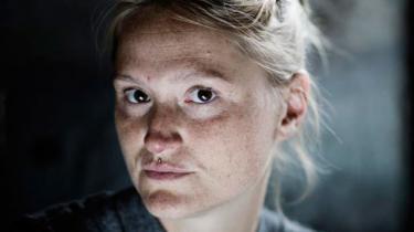 Nanna Clifforth fra miljøbevægelsen NOAH er dødtræt af at forsøge at råbe politikerne op i Bruxelles og på Christiansborg. Hun er nået til et punkt, hvor hun hverken tror på EU eller nationalstaten som rammen for at løse klimaproblemerne