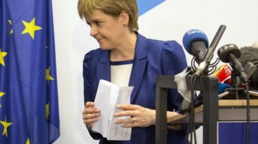 Den skotske førsteminister udfordrer Storbritanniens nye premierminister på hendes første arbejdsdag i rollen