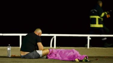 Mens nogle frygter regulær borgerkrig i Frankrig efter torsdagens massemord i Nice, kalder andre på sammenhold og et større fokus på social inklusion, så den onde cirkel af vold og polarisering endelig kan stoppe. Frankrig er dybt splittet