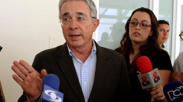 Tidligere præsident Alvaro Uribe er en af de hårdeste kritikere af fredsaftalen mellem den colombianske stat og oprørsgruppen FARC.