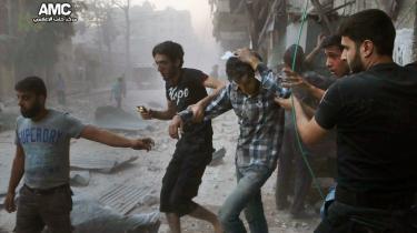 Søndag den 31. juli var Aleppo blevet belejret af Assads styrker. En belejring, der varede i uger, før oprørerne igen fik kæmpet sig til adgang til den store og strategisk vigtige nordsyriske by. Billedet er leveret af oprørerne i Aleppo efter et angreb mod byen.