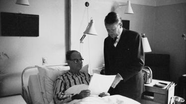 Viggo Kampmann havde kun været statsminister i halvandet år, da han på Sundby Hospital på grund af sygdom måtte overlade posten til Jens Otto Krag.