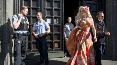 Copenhagen Pride åbnede med taler og rådhuspandekager på Københavns Rådhus tidligere på ugen. Drag'en Tinus på vej ud på pladsen efter den officielle åbning